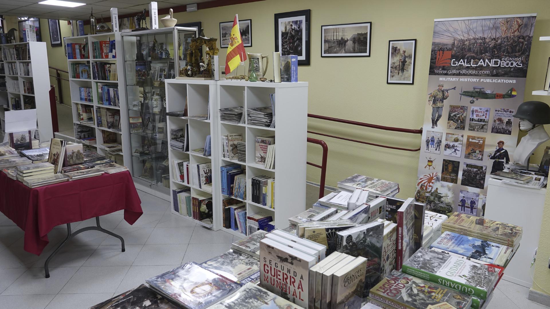 Libros, espadas y carros de combate