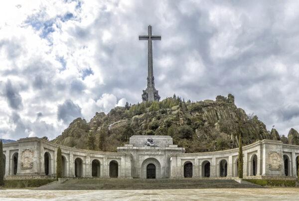 Cinco trolas sobre el Valle de los Caídos