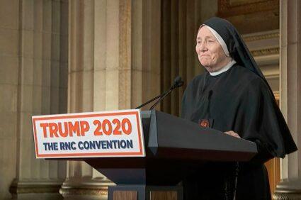 Deirdre Byrne durante su intervención en la Convención Nacional Republicana