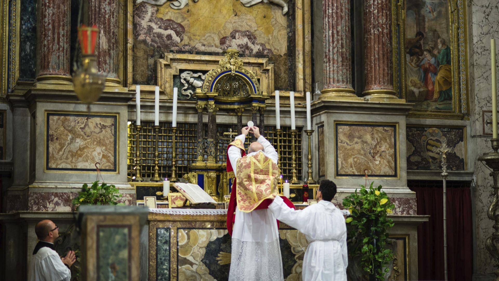 Ir a misa (en latín)